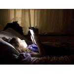 Почему нельзя спать при свете или медицинские основания оставить гаджеты вне спальни